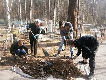 Преподаватели и студенты СПК приняли участие в наведении порядка на могилах солдат